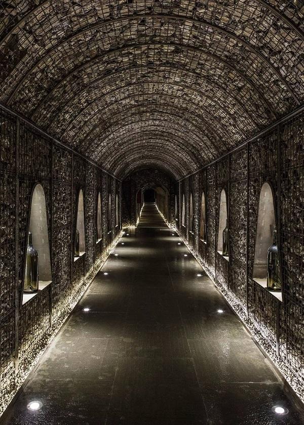 雨耕山酒窖:地下酒文化的宝藏