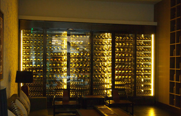 越来越流行的不锈钢酒柜定制