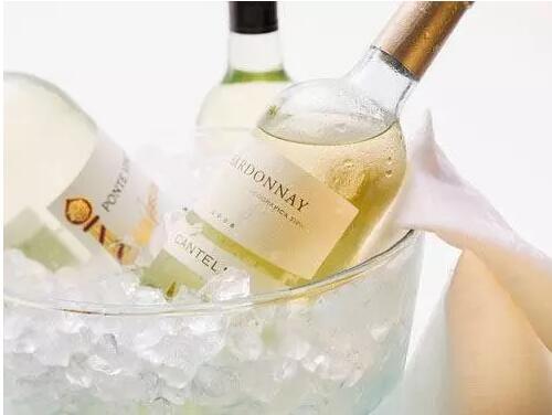 夏天已到,来挑选一瓶白葡萄酒吧!