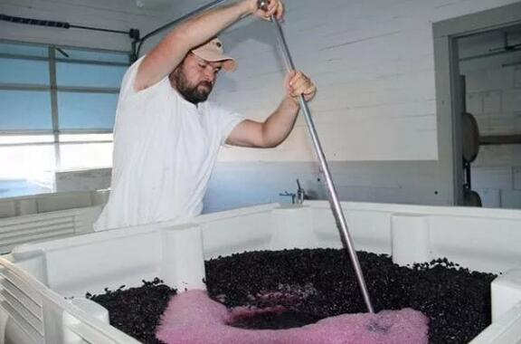 发酵过程中的酒帽处理