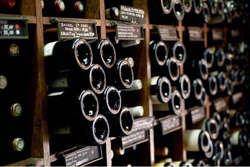 葡萄酒瓶底为什么要有个凹槽?