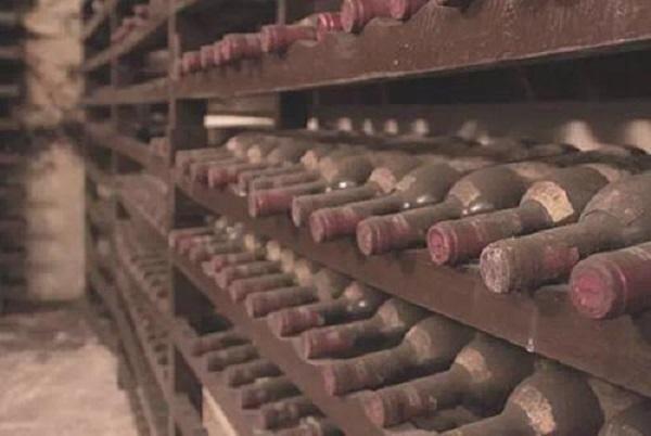葡萄酒存放几年饮用最佳?