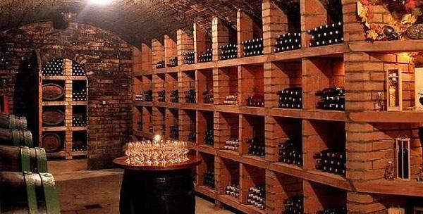 洞子里的天然酒窖