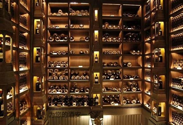 私人酒窖和酒柜之间的区别,你知道吗?