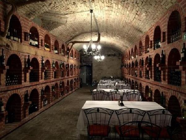 小酒窖聚居地美女谷酒窖