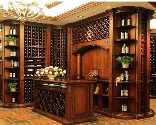 具有古典欧式艺术感的实木酒柜