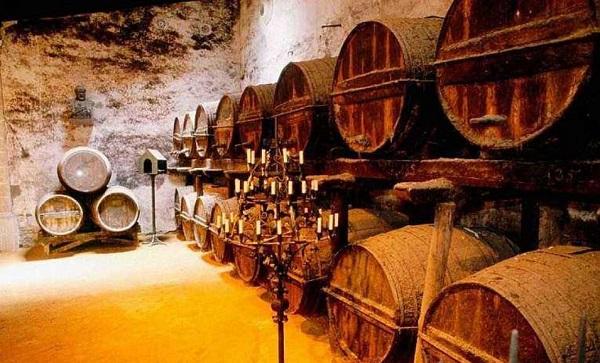 酒窖橡木桶可以储存洋酒吗?