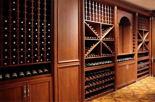 酒窖酒架中实木酒架的特色