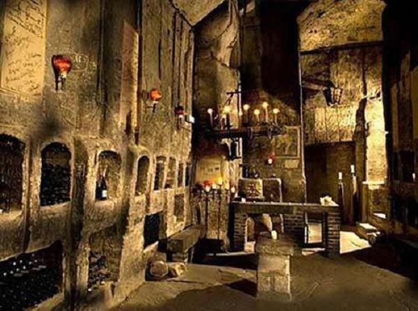 大型酒窖的藏酒和展示功能规划