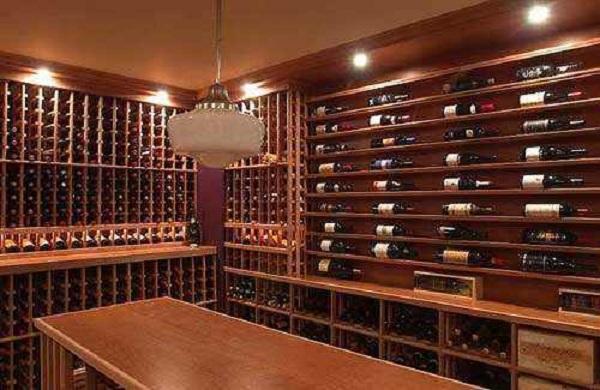 家庭酒窖的葡萄酒开瓶后为什么要闻一下酒塞?