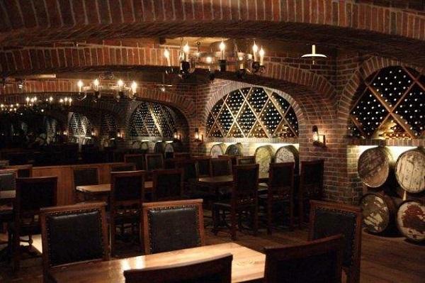 英國酒窖之存兩百萬瓶的洞穴酒窖