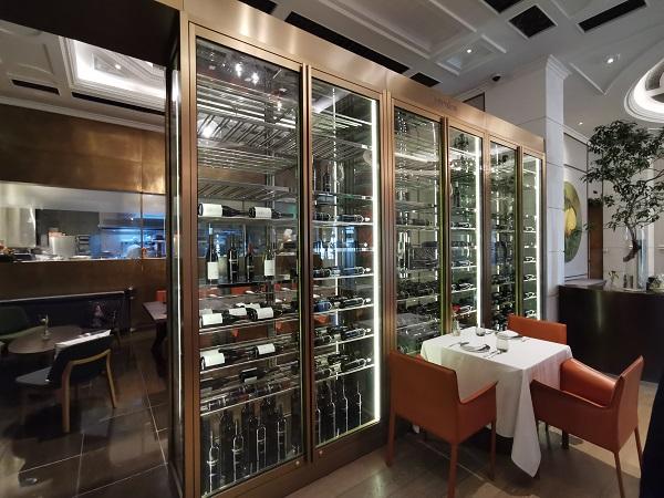华廷酒窖再次为伯衡55定制西餐厅酒柜